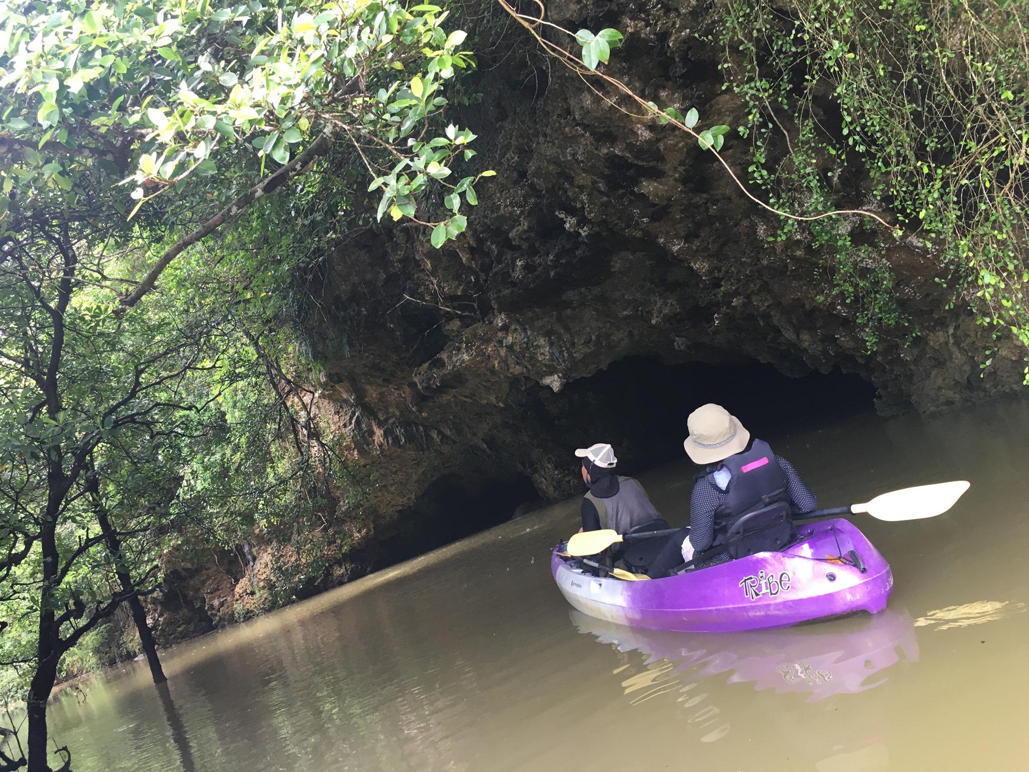 夫婦で石垣島でマングローブカヌー|サンゴ岩の洞窟