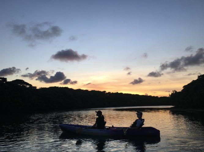 石垣島の夕暮れと星空をカヌーで観に行こう