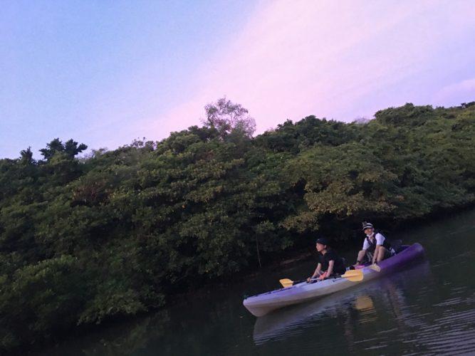 夕焼けのマングローブカヌー