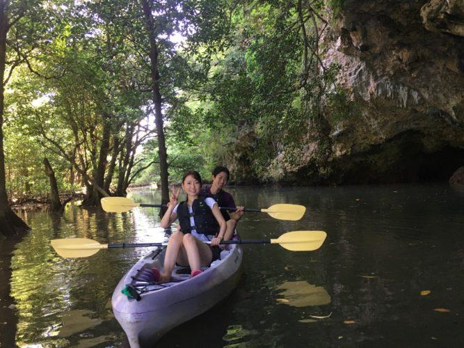 サンゴ岩の洞窟までマングローブカヌーで