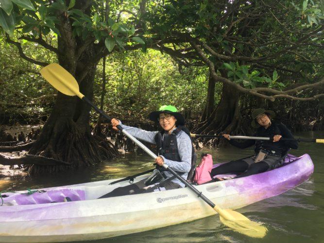 カヌーで石垣島のマングローブの中へ