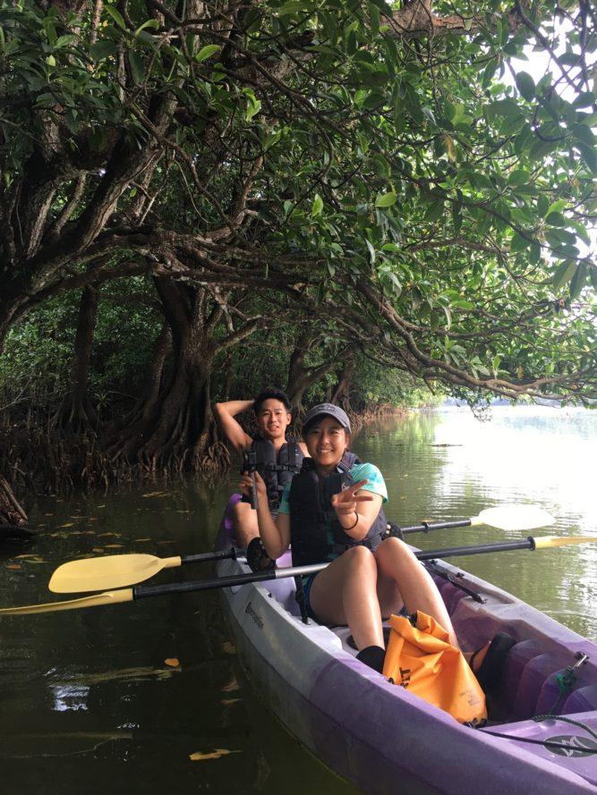 マングローブにカヌーでお邪魔しまーす
