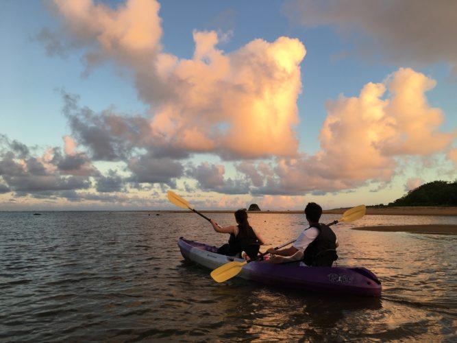 石垣島の夕暮れ時のカヌー
