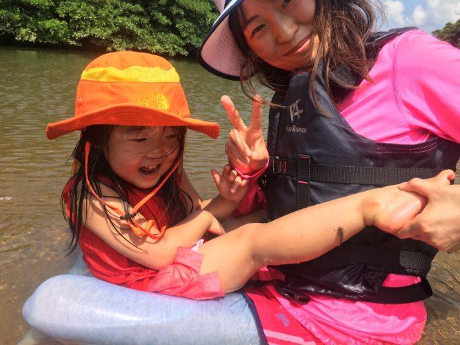 カヤックフィッシイングの合間に石垣島で川遊び