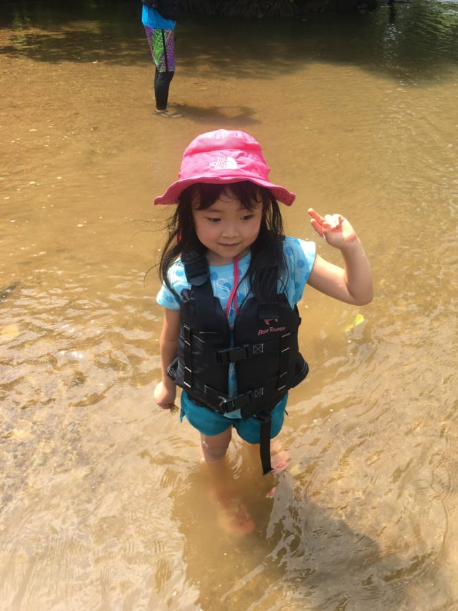 石垣島で川遊び