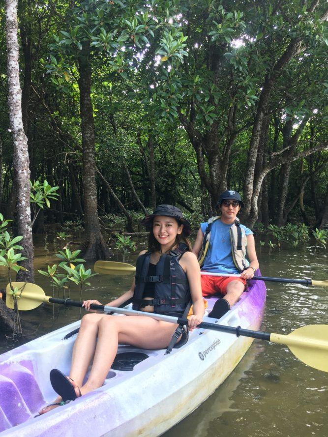 マングローブの中にもカヌーで入れます