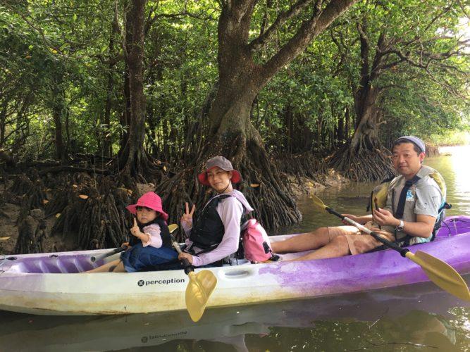 マングローブでカヌーに乘って休憩タイム