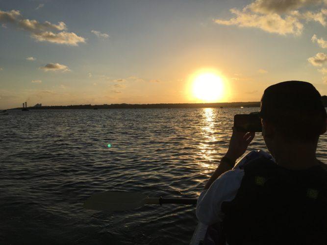 カヌーから眺める夕焼け 石垣島ガイドCHORO