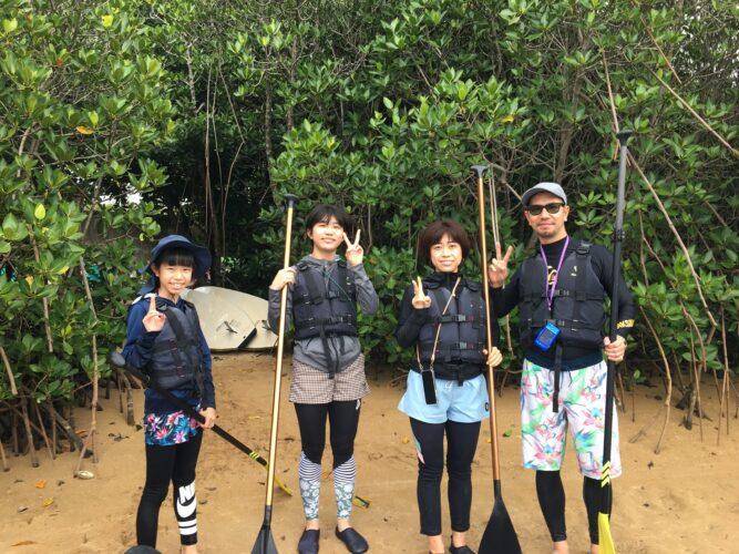 SUPに乗って記念写真|石垣島の遊び